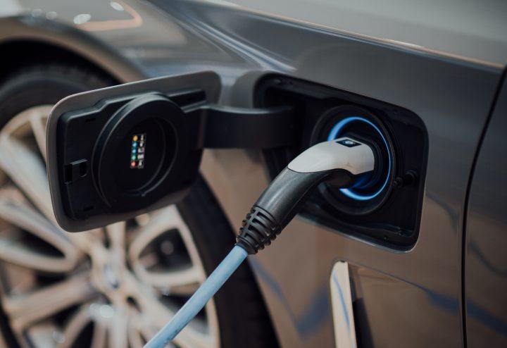 Rett til å sette opp ladepunkt for elbil og ladbar hybridbil i borettslag og eierseksjonssameier